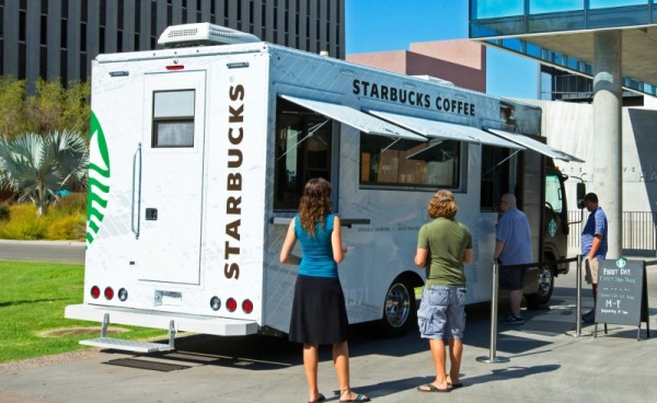 Starbucks_Mobile_Truck_guests