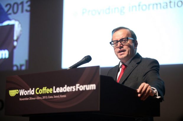 Robério Oliveira Silva speaking at the World Coffee Leaders Forum in 2013.