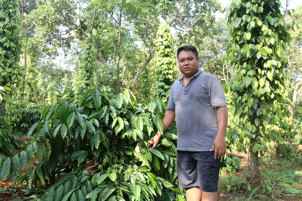 Y Bel Eban coffee farmer