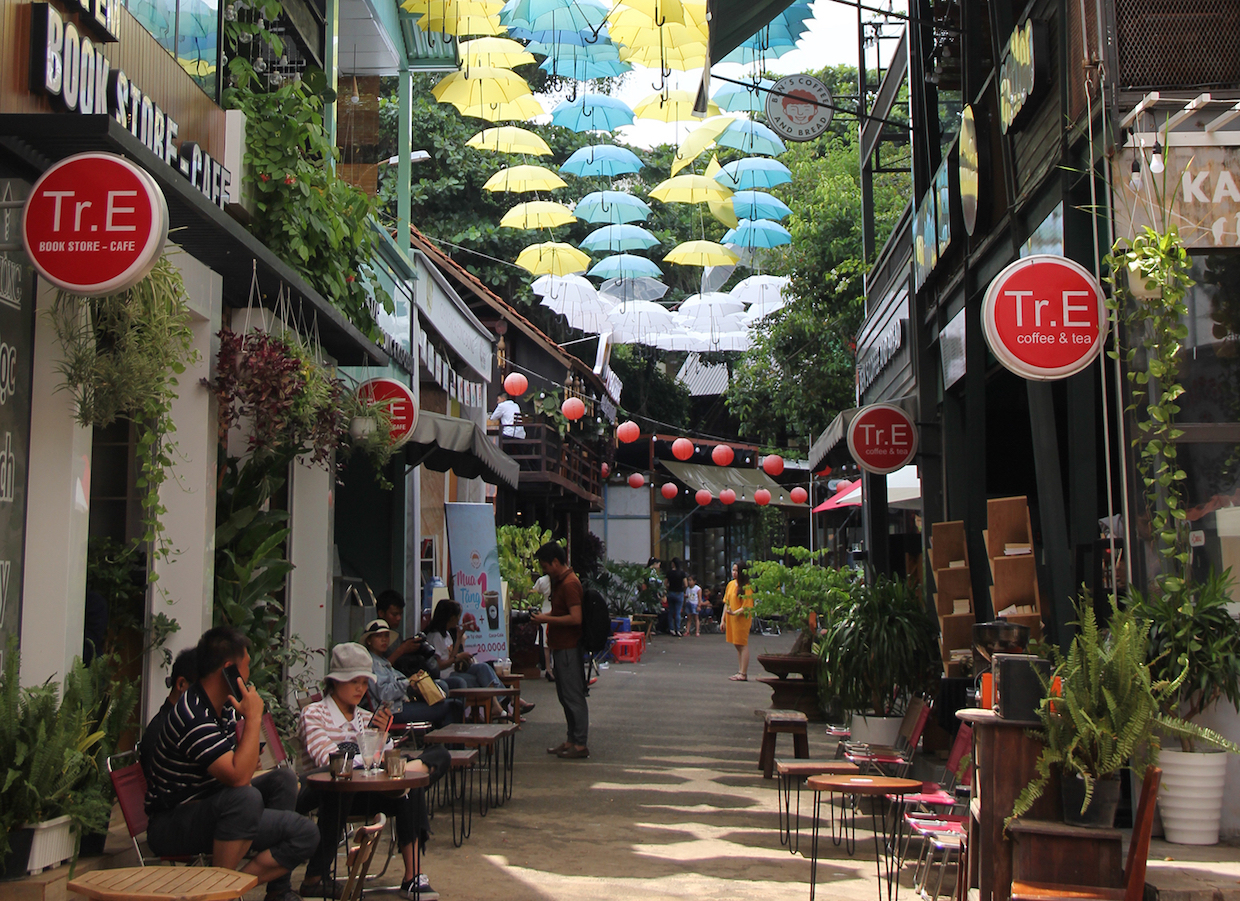 street_cafes_in_Central_Highland_Vietnam_web